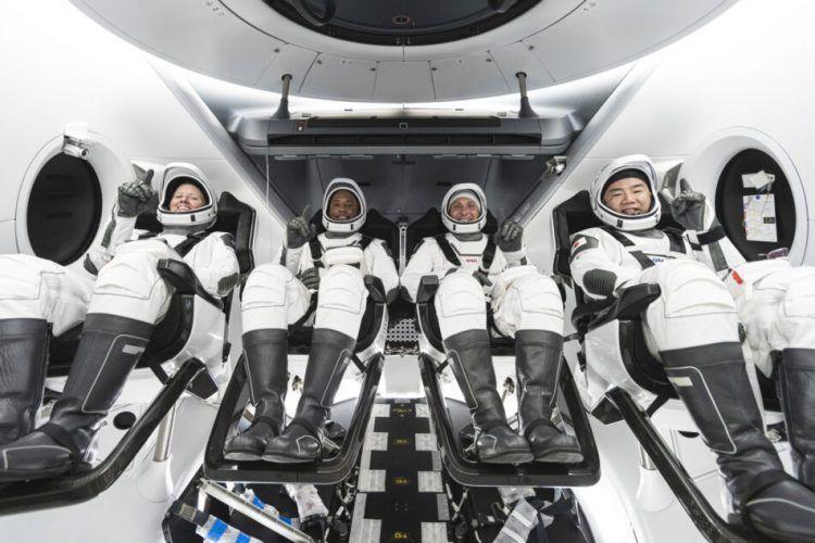 Следващият пилотиран полет на космическия кораб SpaceX Crew Dragon бе обявен за края на октомври