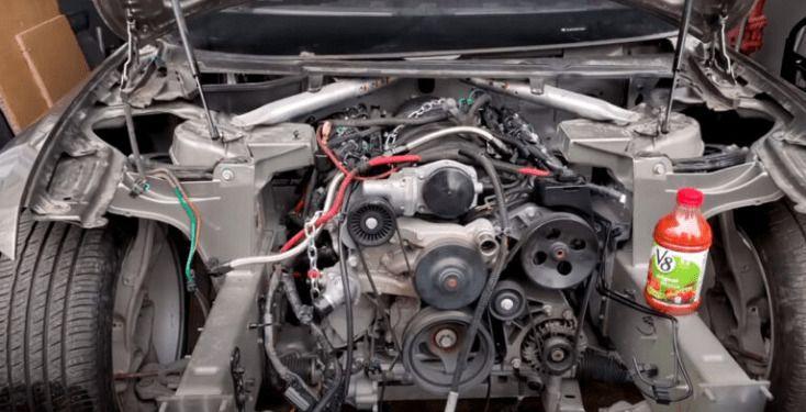 Механици успяха да инсталират бензинов двигател в автомобил на Tesla