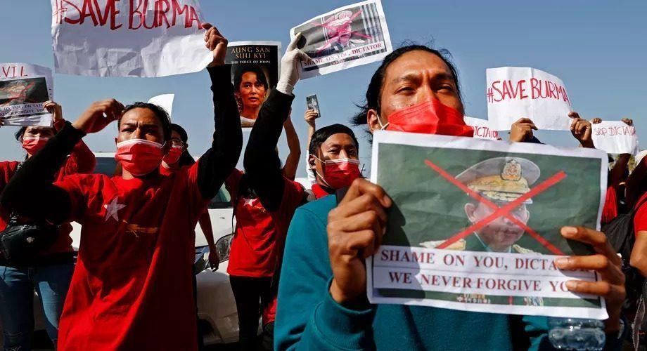 Военната диктатура на Мианмар забрани Facebook