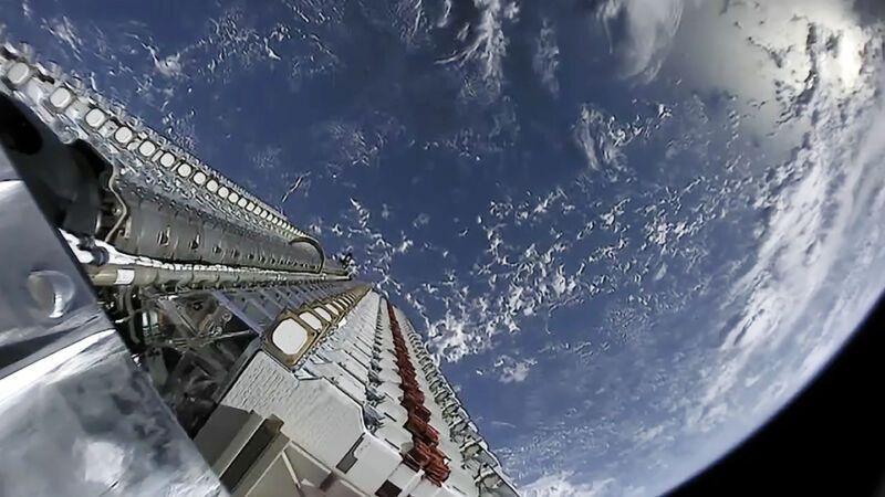 Starlink на SpaceX ще предлага интернет телефония и отстъпки за хората с ниски доходи