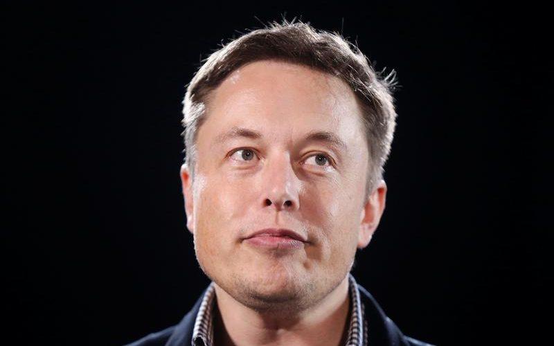 Цената на акциите на Tesla падна с 30% считано от началото на годината