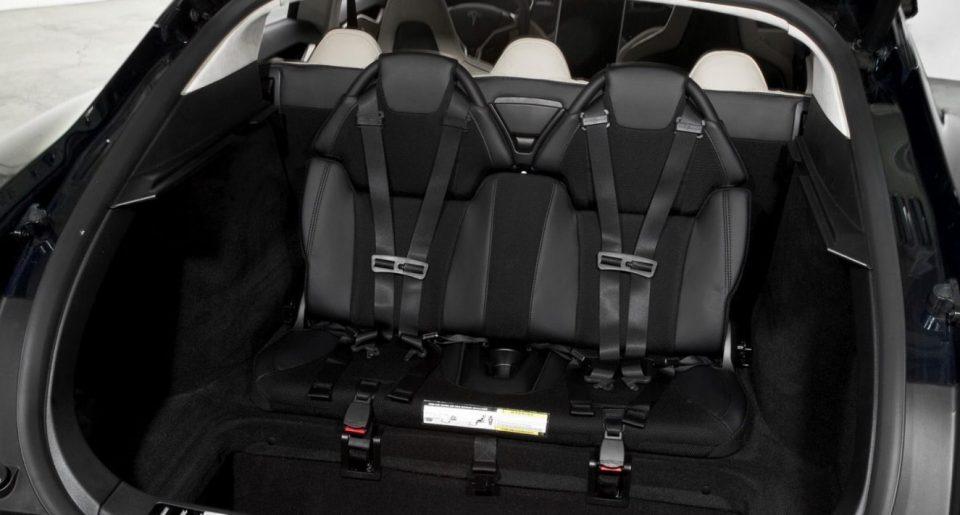 Новият електромобил Tesla Model S Plaid ще има седем места