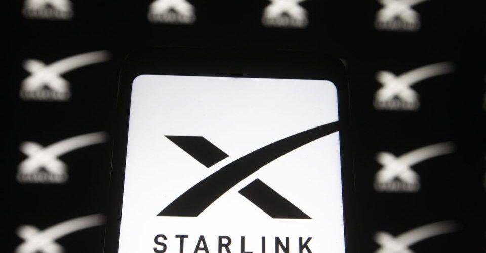 Регулаторните органи разрешиха на SpaceX да понижи височината на орбитата на сателитите Starlink