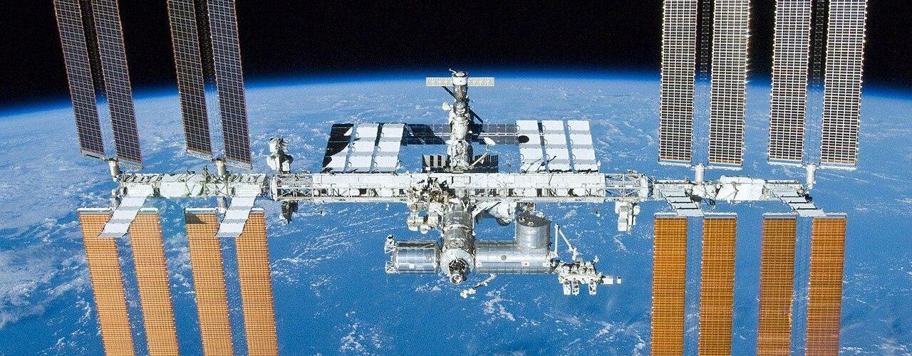 С МКС се скачиха шест космически кораба едновременно
