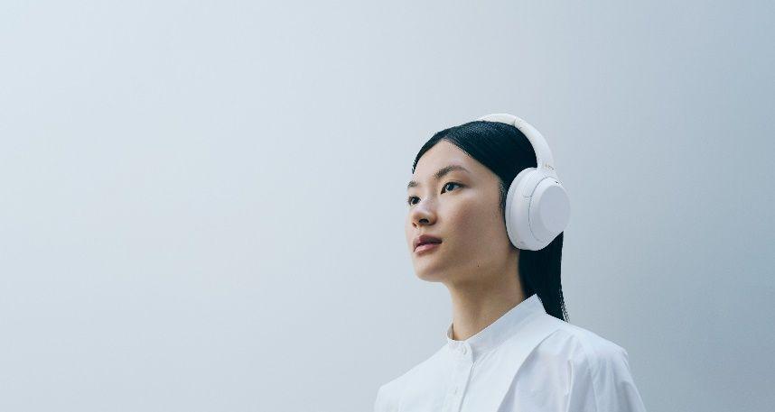 Sony пуска на пазара нова лимитирана серия слушалки WH-1000XM4 Silent White
