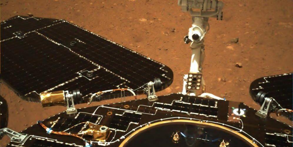 Марсианският роувър на Китай изпрати първите снимки