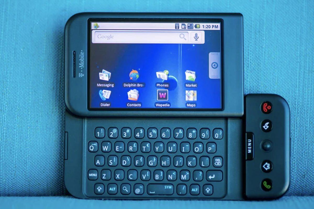 google-launches-its-first-android-smartphone.jpg