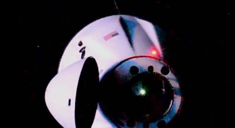 Космическият кораб Dragon на SpaceX успешно се скачи с МКС
