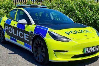 Tesla създаде патрулен автомобил от Model 3 за британската полиция