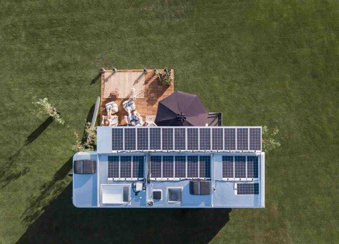 Живият автомобил 2022 се отличава с модернизирана енергийна система, която се радва на слънчева енергия