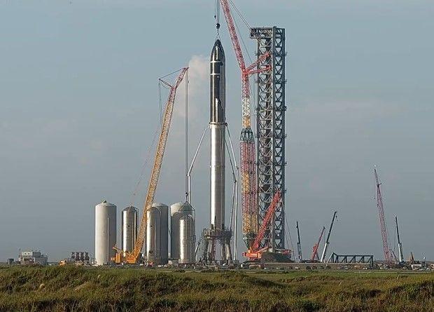 SpaceX сглоби най-голямата ракета в историята