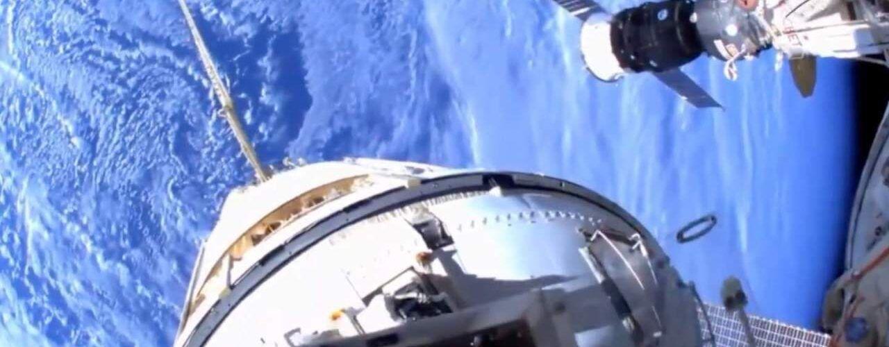 Провежда се космическа разкодка от МКС и видеото от шлемовете на космонавтите е невероятно