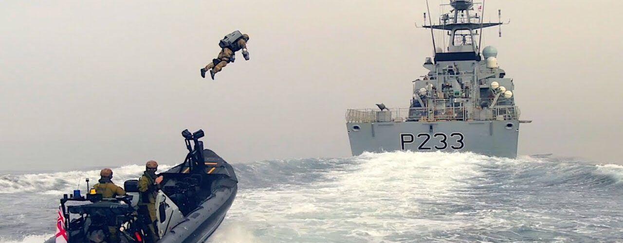 Британски пехотинци използваха реактивния костюм на Gravity Industries, за да се качат на кораб