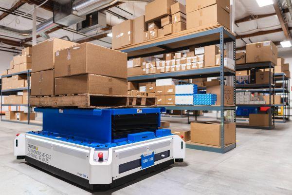 Fetch Robotics започна серийното производство на роботи заменящи складовите работници