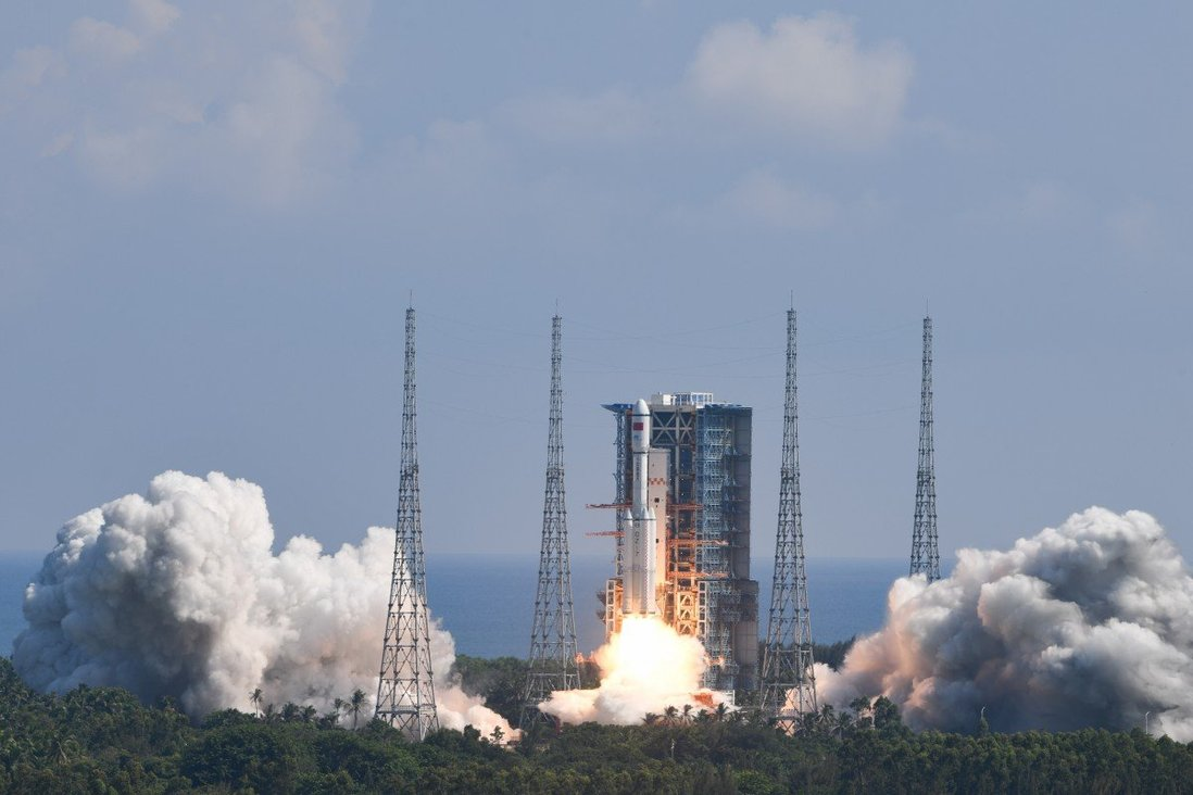 Китай успешно изстреля товарния космически кораб Тянчжоу-3 към своята орбитална станция