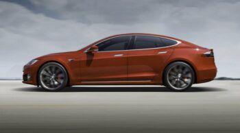 Наредиха на Tesla да изтегли над 150 хил. автомобила за поправяне на срив в NAND памет