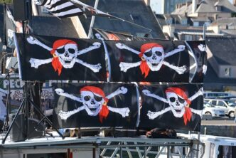 пиратски знамена