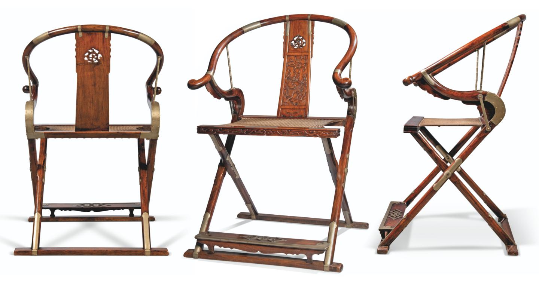 Три ъгъла на китайския сгъваем подкова от 17-ти век Jiaoyi, продаден за HKD 65 975 000 (8 502 370 щатски долара) в Christie's Hong Kong на 28 май 2021 г.