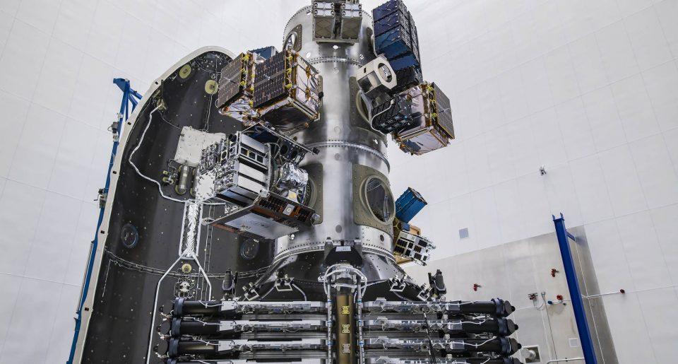 SpaceX изстреля рекорден брой сателити в първата мисия за споделен транспорт на товари до космоса