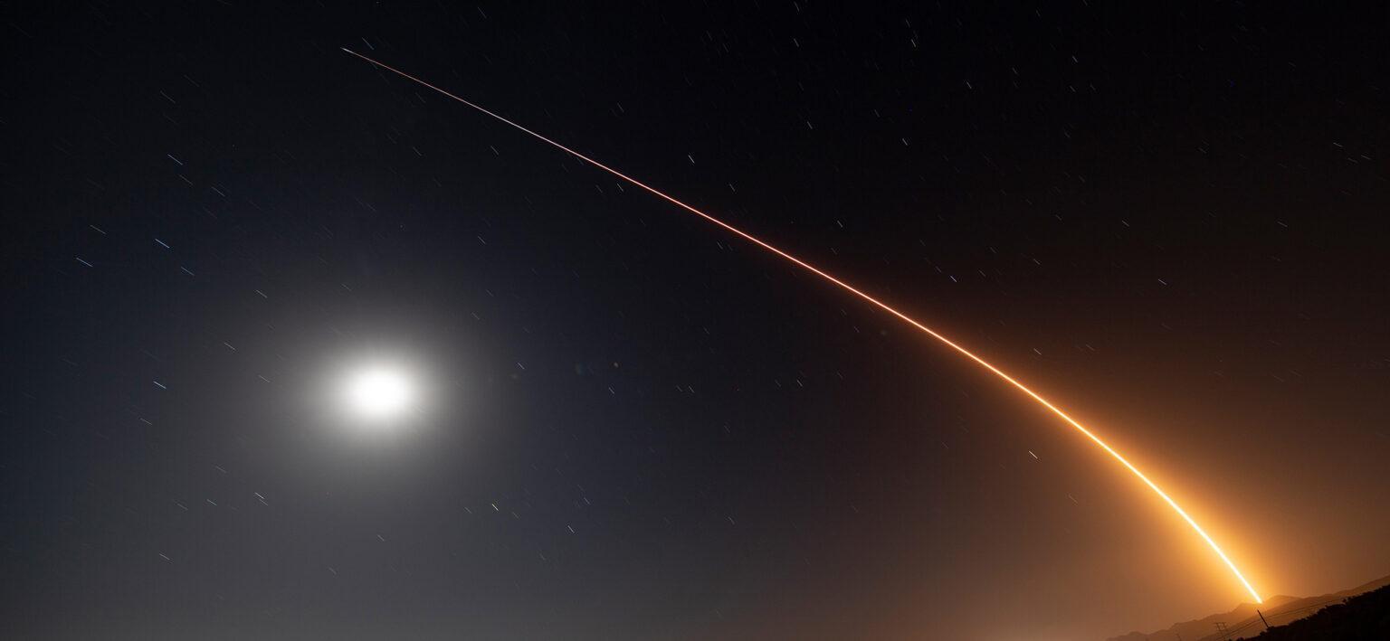 SpaceX изведе в полярна орбита своите нови Starlink сателити с лазерна комуникация