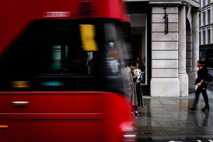 Великобритания забранява ДВГ колите 10 години по-рано